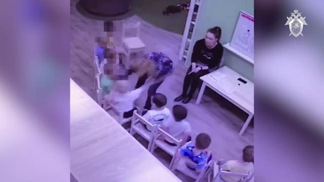 Камеры сняли, как в детском саду на Алтае мучают малышей! Видео!