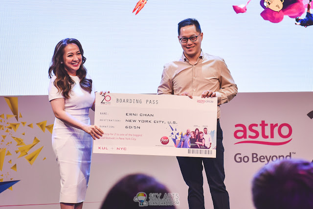 Dato' Rohana Rozhan presented Astro customer, Erni Chan, a trip for two to New York City's Biggest Food Festival with the opportunity to meet popular celebrity chefs, Bobby Flay, Rachael Ray, Giada De Laurentiis, and Michael Symon