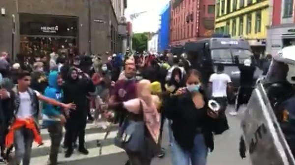 Aksi anti-Islam di Swedia dan Norwegia berlangsung ricuh hingga melakukan pelecehan terhadap kitab suci Muslim, Al-Qur'an. Di Swedia terjadi aksi pembakaran Al-Qur'an sementara di Norwegia terja