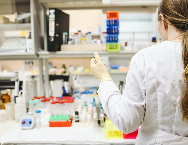 الكشف عن فيروس كورونا بواسطة تفاعل البلمرة المتسلسل الكمي