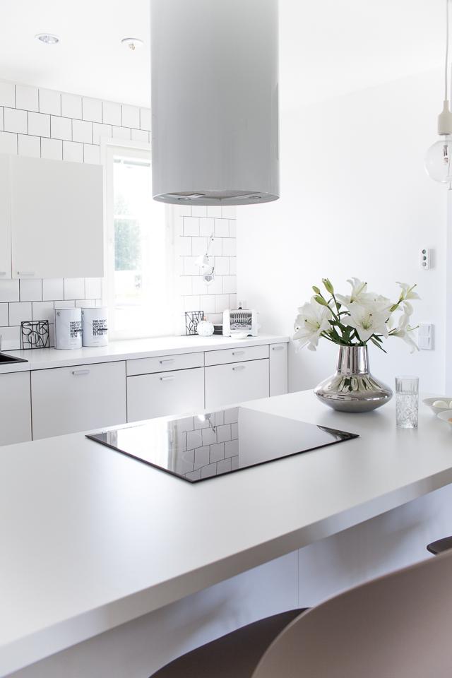 Villa H, valkoinen keittiö, skandinaavinen keittiö, keittiön sisustus, kitchen interior