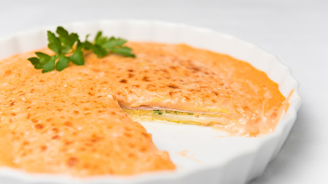 Milhojas de tortilla con salsa Aurora - Las Recetas de la Bruja