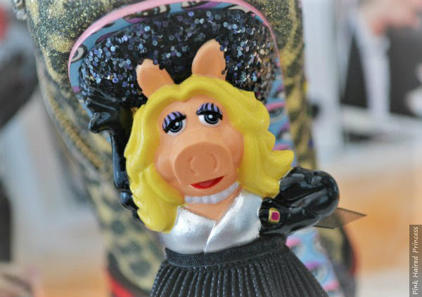 painted face details and ring on Miss Piggy character heel