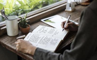 Pengertian dan Langkah-Langkah Menulis Teks Tanggapan | Bahasa Indonesia SMP Revisi