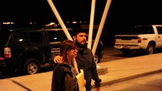 """""""Chorros"""", """"ladrones"""", """"son todos corruptos"""", le grita un hombre a Leandro Báez, quien camina sin dialogar con la prensa y rápidamente se mete a un auto que lo esperaba."""