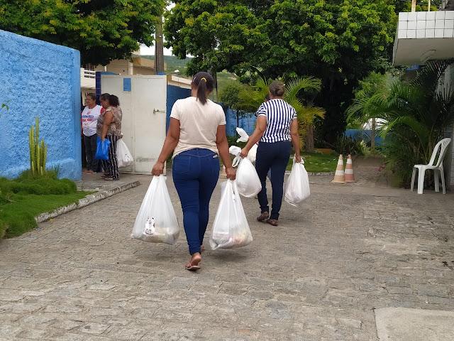 prefeitura de Panelas distribui kit alimentação para alunos da rede municipal