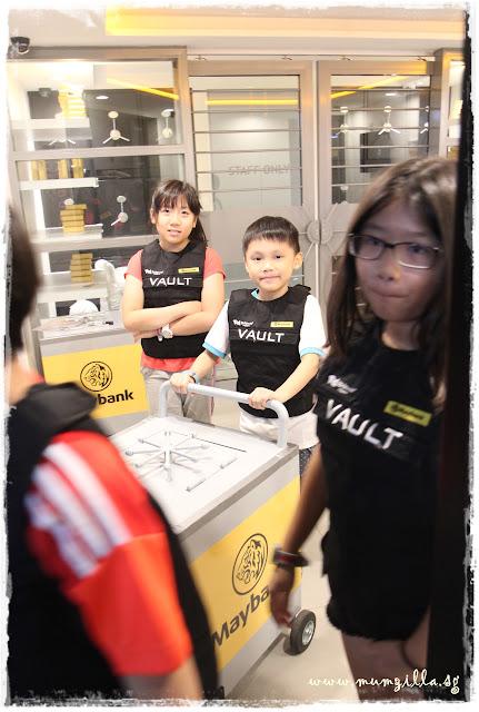 vault officer kidzania singapore