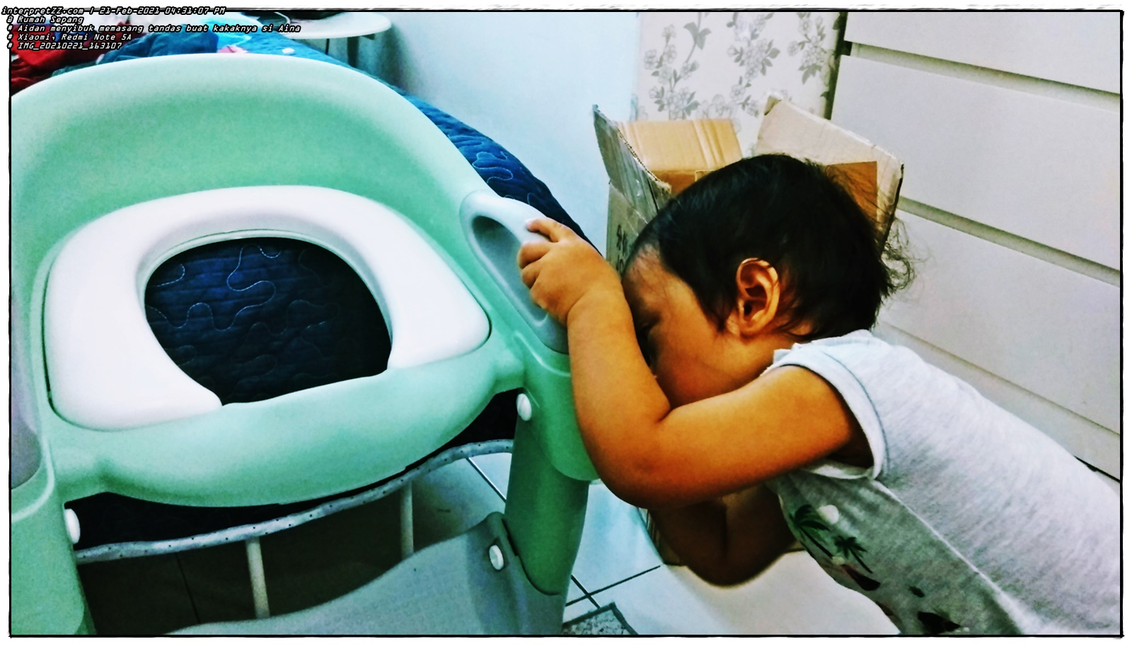 Aidan's action picture is busy also trying to install a toilet for his sister Aina. Hopefully with a special toilet for Aina this will make it easier for her to learn to defecate in the toilet (potty train) and not wear diapers anymore.