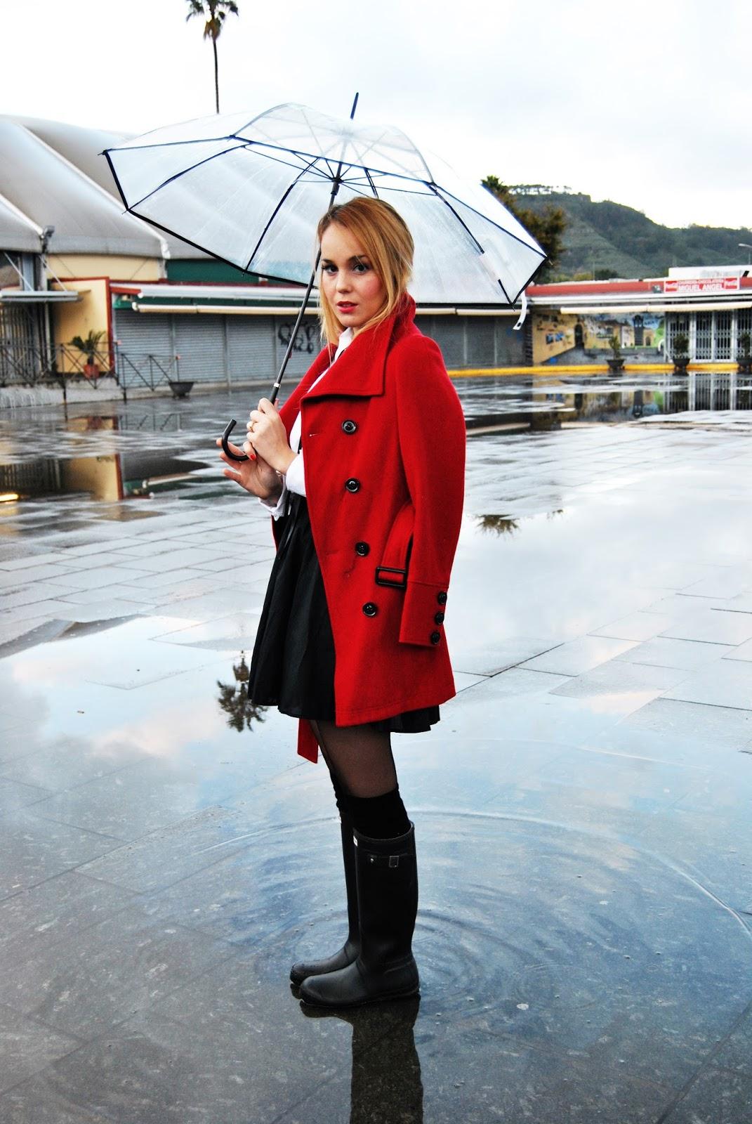 Nery hdez, look preppy, hunter, botas de agua, paraguas transparent, look de colegiala