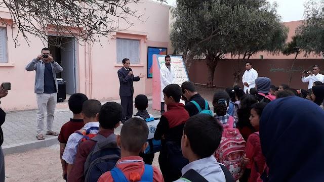 توزيع اطقم الزي المدرسي على تلاميذ مدرسة الفيض التجميعية بجماعة أكلو