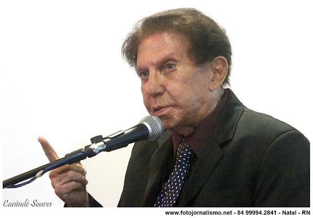 Morre o jornalista Paulo Macedo, vítima do COVID-19 - Tribuna de ...