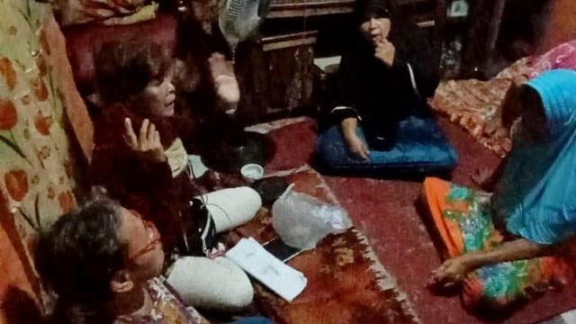 Diduga Bagi-bagi Uang untuk Coblos Mantu Jokowi, 2 Wanita Ditangkap Warga Medan