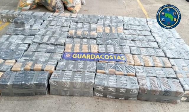 Guardacostas captura dos embarcaciones con  2,6 toneladas de cocaína y marihuana