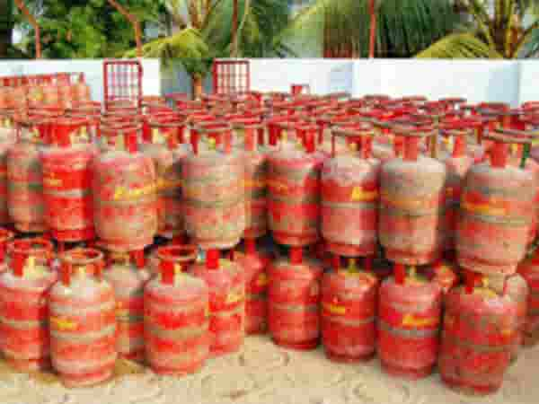 Gas cylinder becomes cheaper by Rs 162