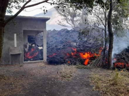Ηφαίστειο Pacaya στην Γουατεμάλα : Η λάβα φτάνει στα σπίτια και αποτεφρώνει εκτάρια γης