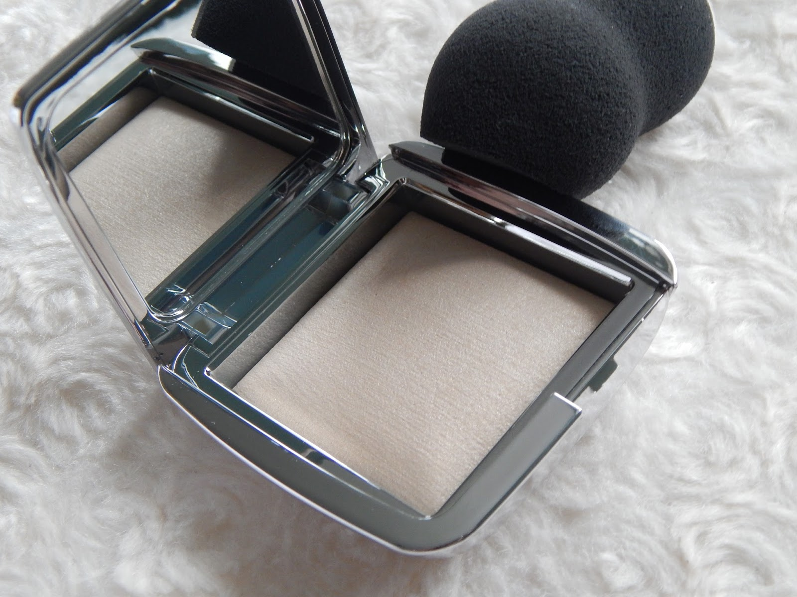 Hourglass Strobing Powders and Strobing Sponge