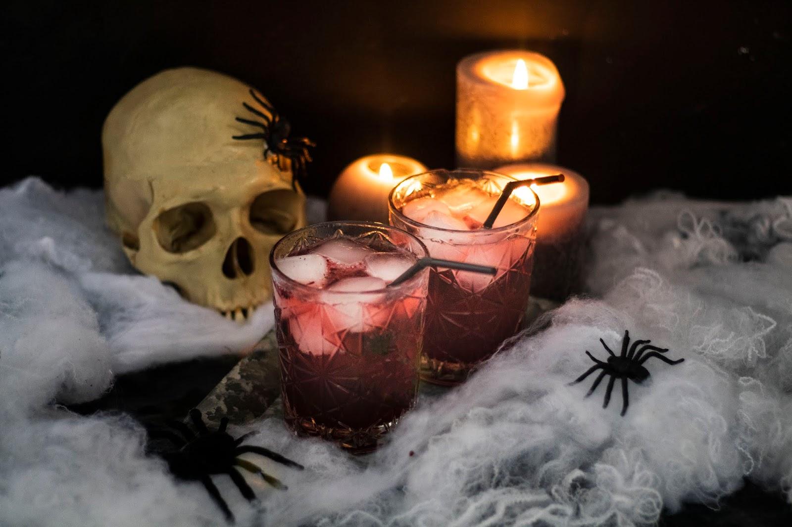 Recette spéciale pour Halloween : Un délicieux cocktail au gin et aux mûres