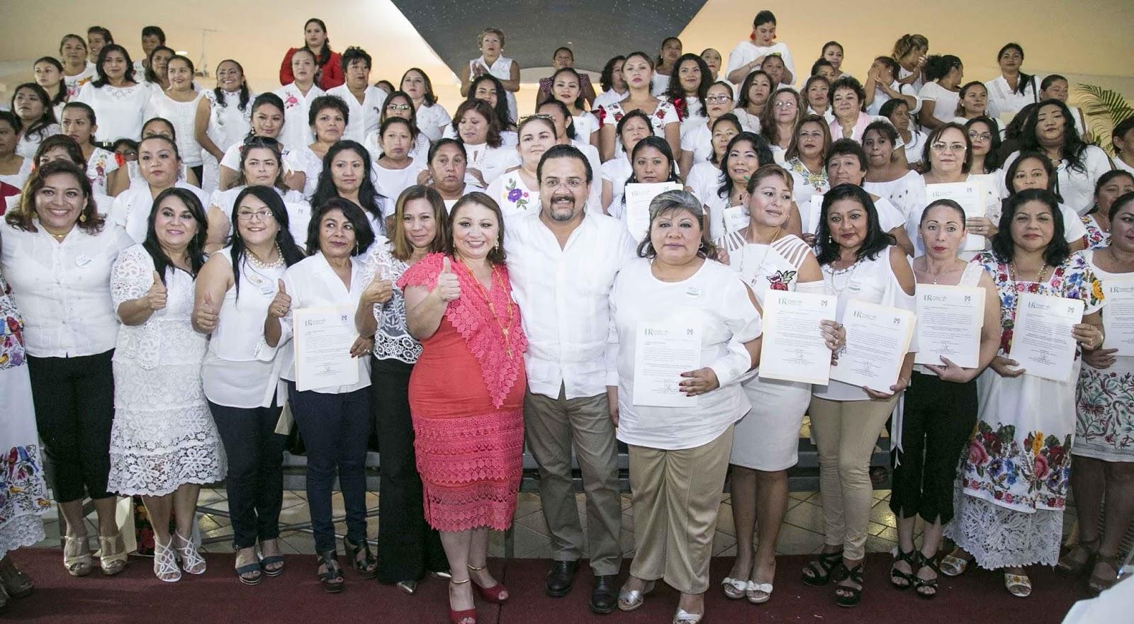Carlos Sobrino Argáez toma protesta a mujeres representantes del ...