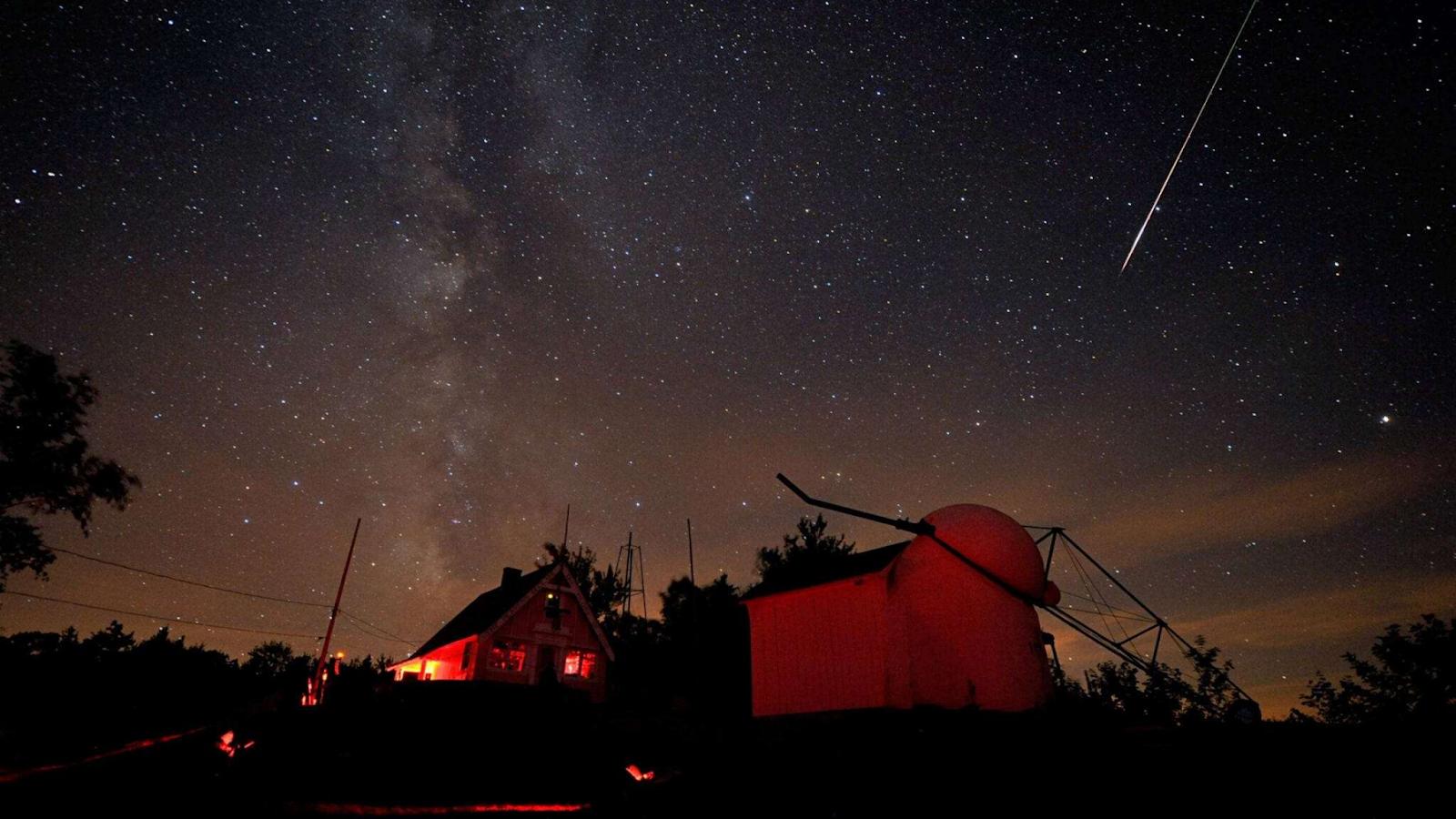 perseid meteor shower peak time
