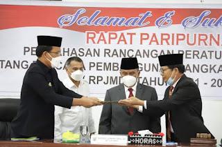 Bupati dan DPRD Humbahas Tandatangani Persetujuan Penetapan Ranperda Tentang RPJMD 2021-2026