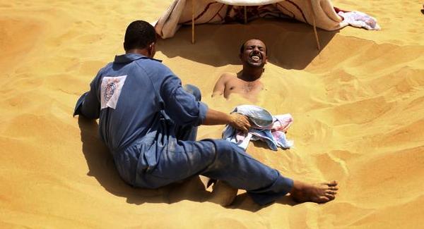 Mandi ala pasir gurun
