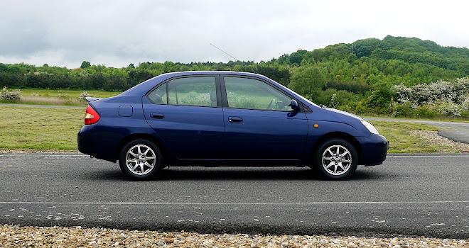 Toyota Prius Mk1 side profile