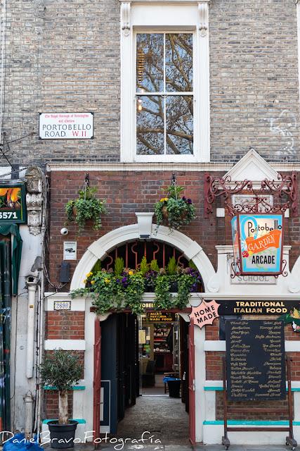 Portobello Road, sede del famoso mercado de Portobello en Notting Hill