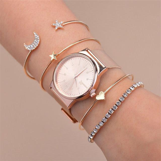 set de pulseras  con reloj