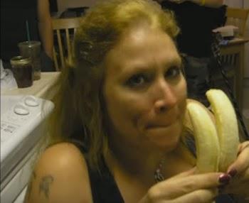ΑΥΤΗ η γυναίκα έχει το πιο ΒΑΘΥ λαρύγγι - Δείτε τι ΚΑΤΑΠΙΝΕΙ και πως και δεν θα πιστεύεται στα μάτια σας... [video]