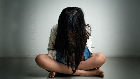 justica absolve padrasto estuprar garota condenado