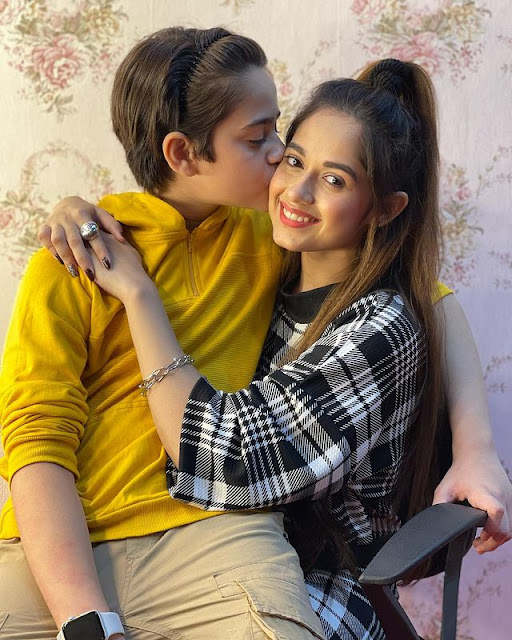 Best Jannat Zubair Photo with Lovely Brother
