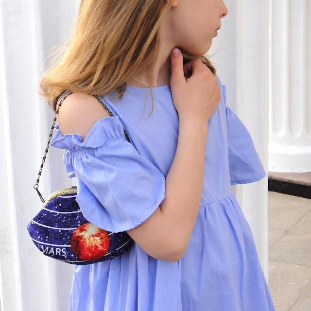 Синяя летняя сумочка для девочки подростка - ручная работа, цепочка 40 см или 120 см. Марс, галактика