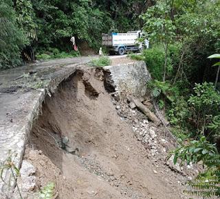 Butuh Perhatian Pemerintah Pusat Dan Daerah Jalan Trans Kecamatan Seko Bakal Ambruk Akibat Longsor