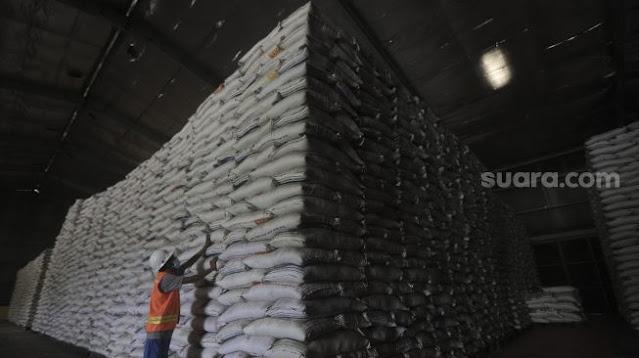 Stok Beras Bulog Berlimpah Tak Tersalurkan, Kenapa Indonesia Malah Impor?