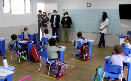 Comitiva do Poder Executivo visitou a Escola Adventista em Toledo