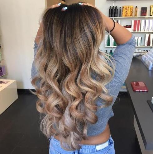 Ash medio marrones y rubias lino suaves son ideales cuando usted tiene una longitud larga para estirar los tonos para una solución de color de cabello muy