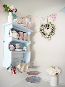 How to make beautiful vintage-style bunting quickly and easily, with absolutely no sewing involved at all!