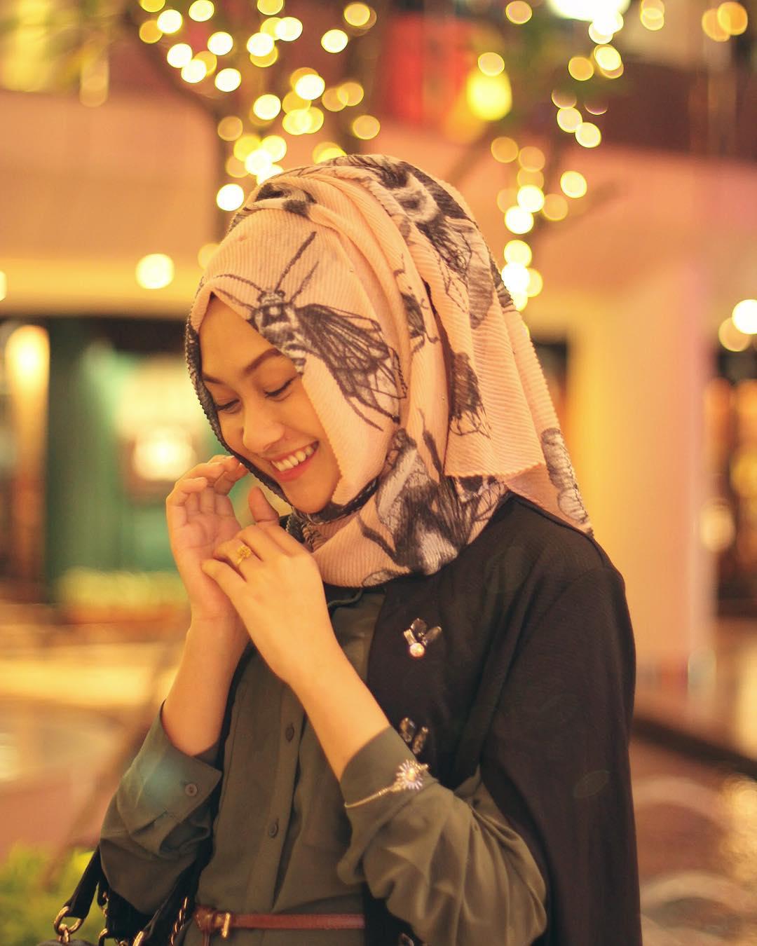 fashion blogger berhijab hijabers muslimah indonesia cakep populer sukses desainer designer ngehits instagram vlogger kekinian outfit of the day ootd tips pakaian busana cantik kecantikan inspirasi referensi hijab syari pashmina tutorial video