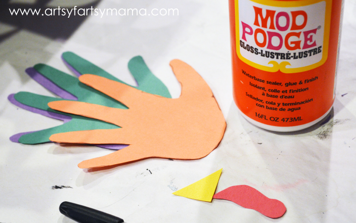Easy Kids Craft: Paper Roll Turkeys at artsyfartsymama.com #thanksgiving #kidscraft #turkey