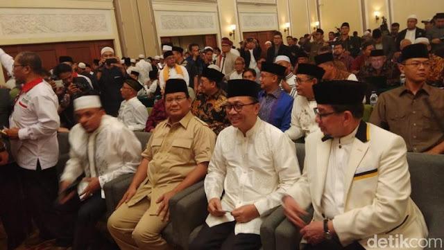 Ijtimak Ulama Dibuka, Prabowo-Zulkifli-Salim Duduk Berjejer