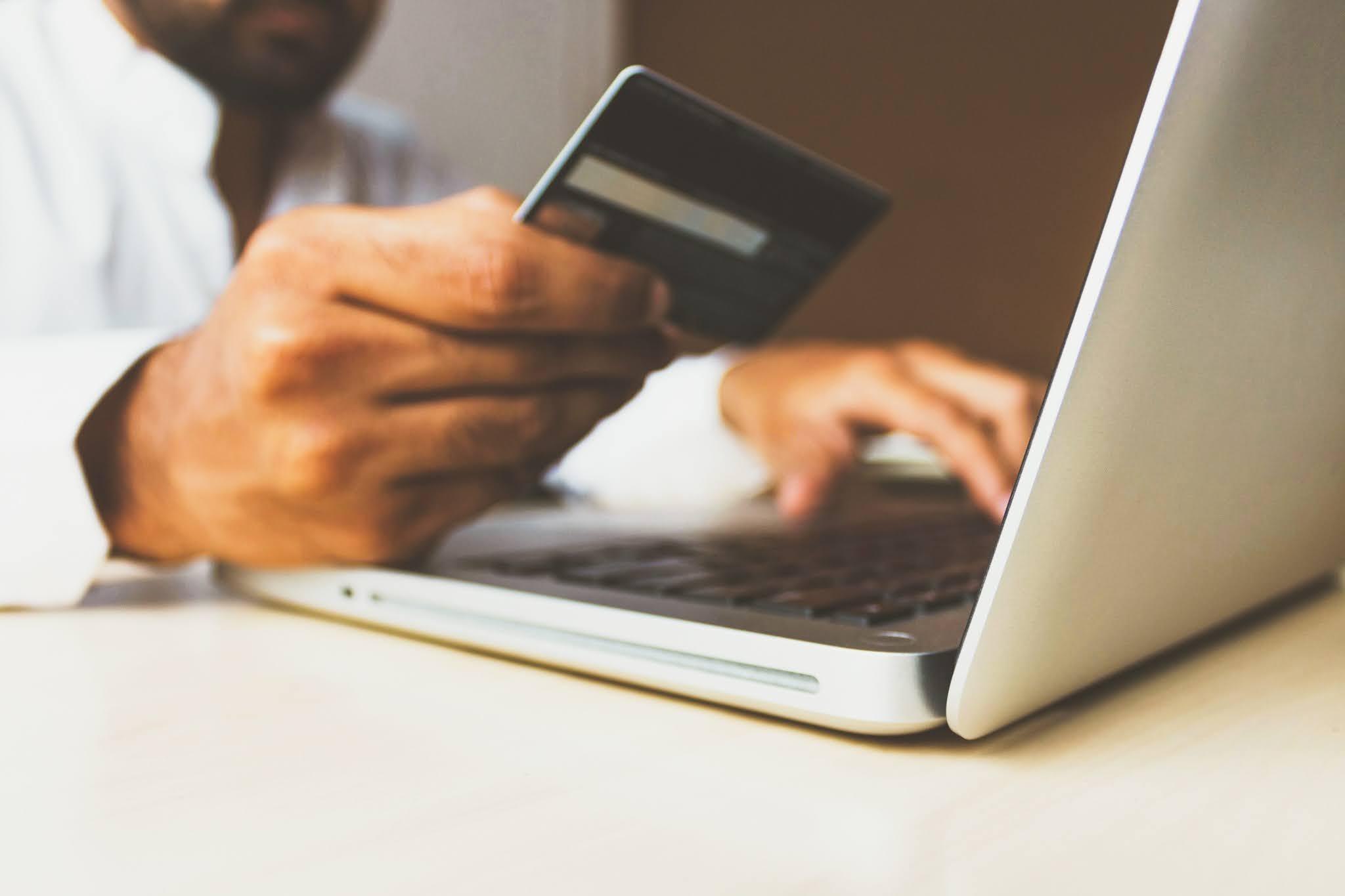 ada banyak metode pembayaran untuk bisnis kecil, seperti mobile banking, dan e-wallet. DANA, OVO, GOPAY, Google Pay, Shopee Pay merupakan contoh e-wallet yang marak digunakan.