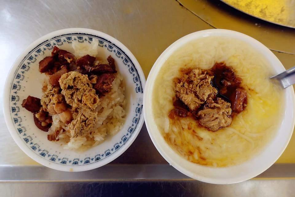 雲林北港媽祖廟旁 《老等油飯×老等麵線糊》銅板價的傳統古早味小吃,光麵線糊是吃不飽的,一定要再加碗油飯