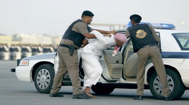 الإطاحة بـ 3 سعوديين تورطوا بجرائم سطو مسلح