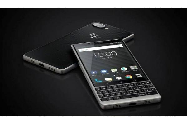 Si Hitam : Handphone Android QWERTY BlackBerry Akan Bangkit Kembali