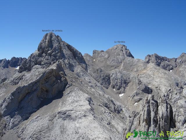 Ruta Pandebano - Refugio de Cabrones: Vista del Neverón y la Párdida desde la Torre Arenera II