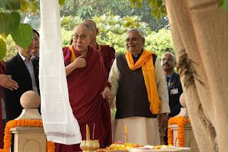 बौद्ध धर्मगुरु दलाई लामा के साथ CM नीतीश कुमार