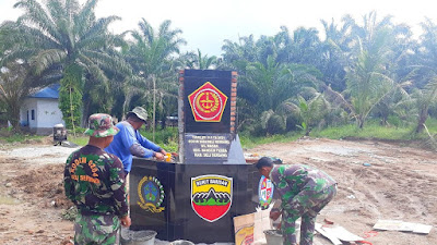 Satgas Kodim 0204/DS Bangun Tugu TMMD Ke-111 di Desa Mabar