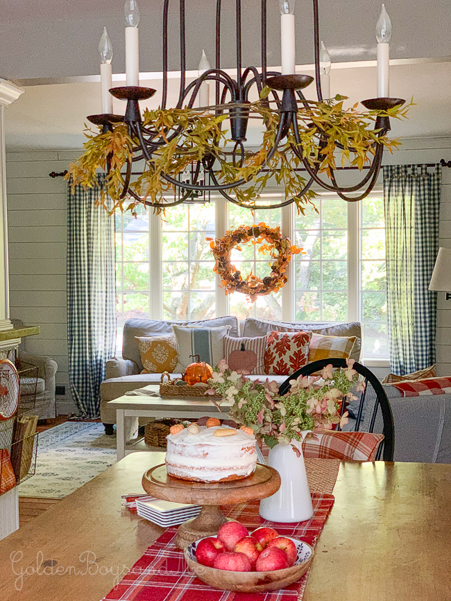 Colorful fall decor in split level style home - www.goldenboysandme.com