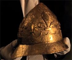 Casque de parade de Charles VI découvert par Michel Fleury lors des fouilles des années 80.