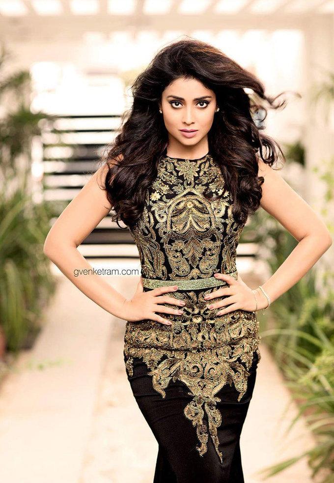 Shriya Saran Sizzling Hot Photoshoot